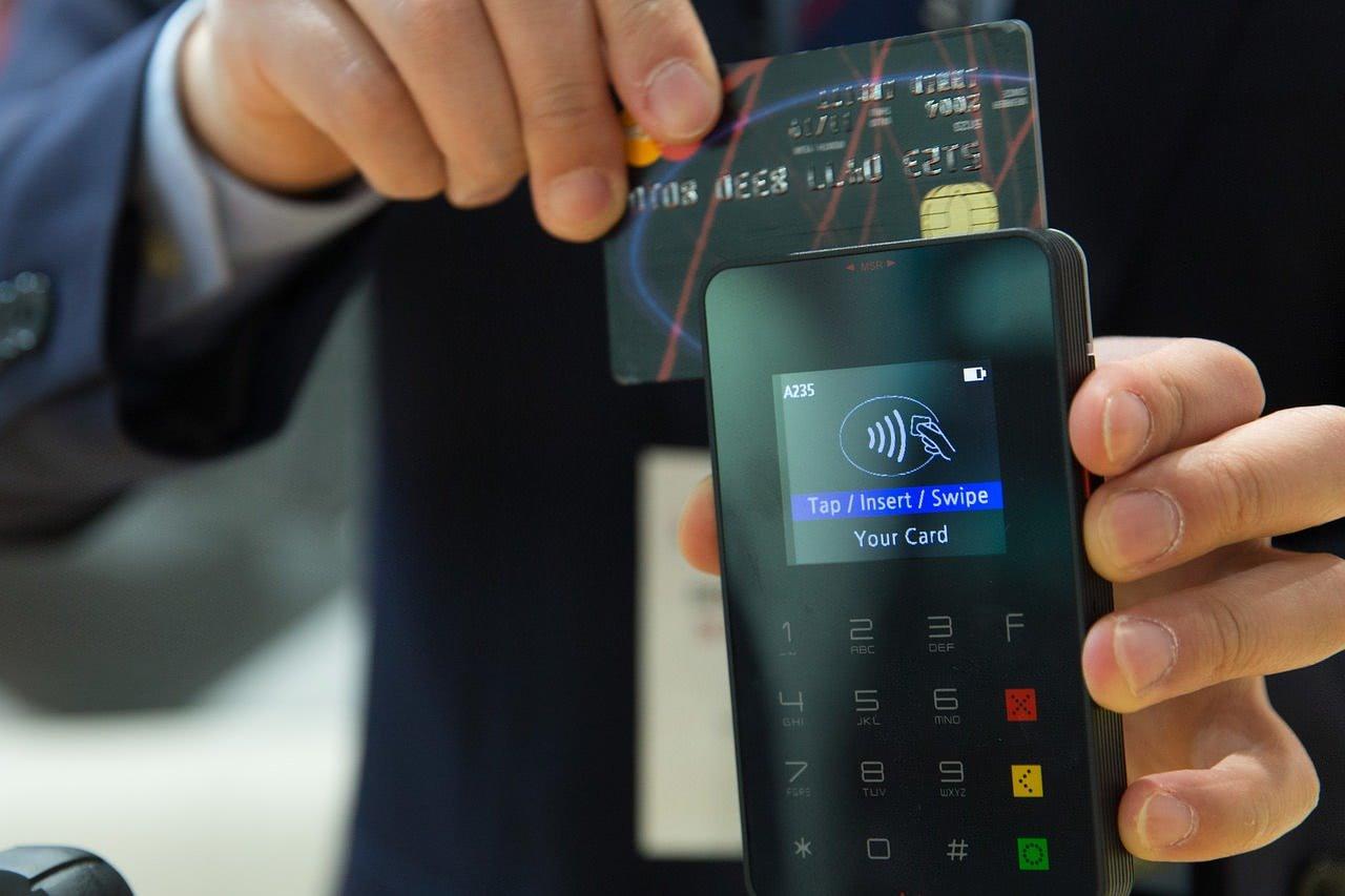 Kontaktlos bezahlen mit der Kredit- oder Bankkarte